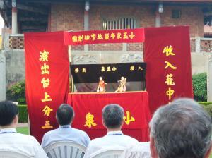 台湾語で行われたイミフメイの人形劇